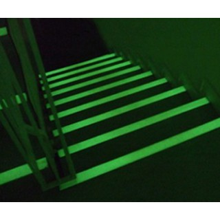Klebende Ecken - Rutschfestes, klebendes, photolumineszierendes Band aus Aluminium-Epoxy